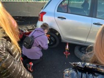 Changing a tyre